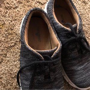 Nurse Mates non-slip sneaker shoe size 7